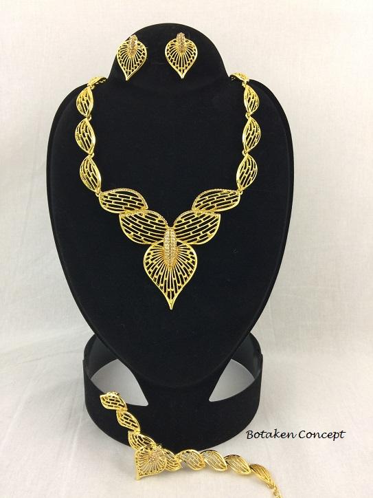 Dazzling Gold  Fashion Jewelry Set